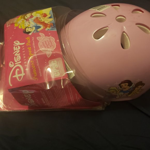 Disney child helmet with elbow and knee pads